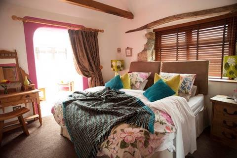 Luxury romantic bed and breakfast near mevagissey and for Luxury boutique bed and breakfast