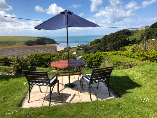 Ocean View Apartment     Mawgan Porth nr newquay     Self Catering
