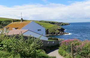 Clifftops at 1 Overcliff     Port Isaac     Self Catering
