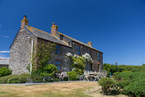 Trevio Farmhouse     Porthcothan Bay, nr Padstow     Self catering