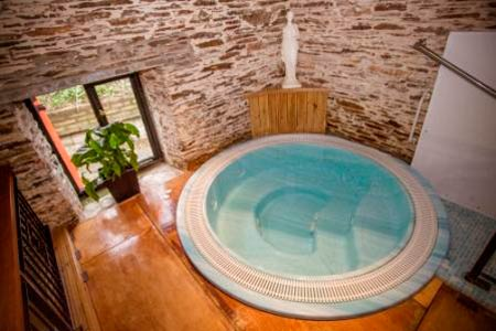 Trewince Holiday Lodges     Portscatho     Self Catering + Camping